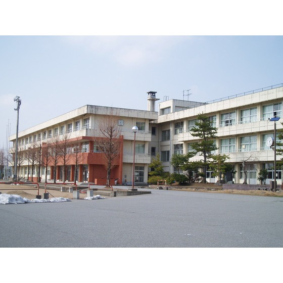 射水市立小杉中学校(953m)