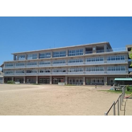 西田地方小学校(306m)