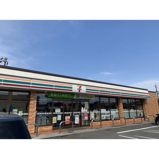 セブンイレブン富山本郷町店(586m)