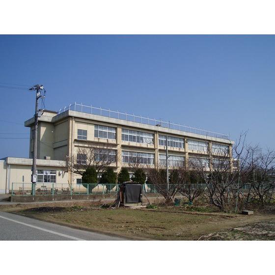 高岡市立牧野中学校(389m)