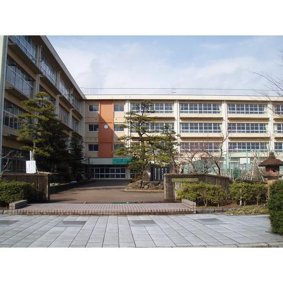 高岡市立芳野中学校(956m)