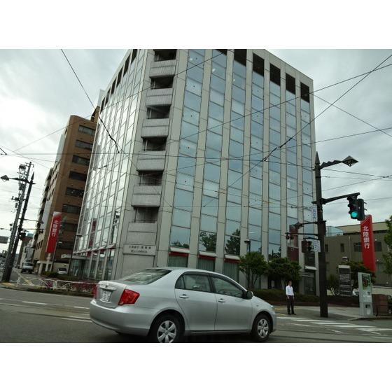 北陸銀行富山丸の内支店(293m)