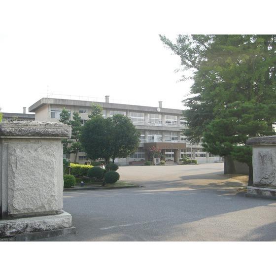 富山市立西部中学校(696m)