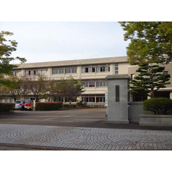 富山県立高岡高校(385m)