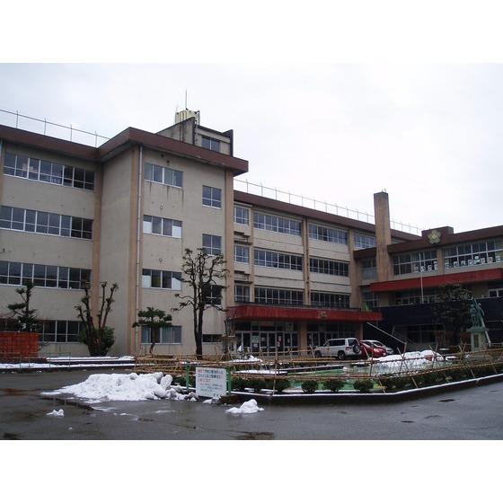 高岡市立博労小学校(551m)