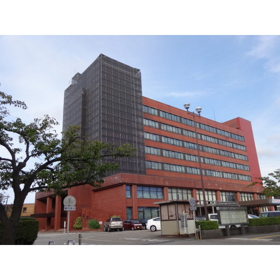 高岡市役所(588m)