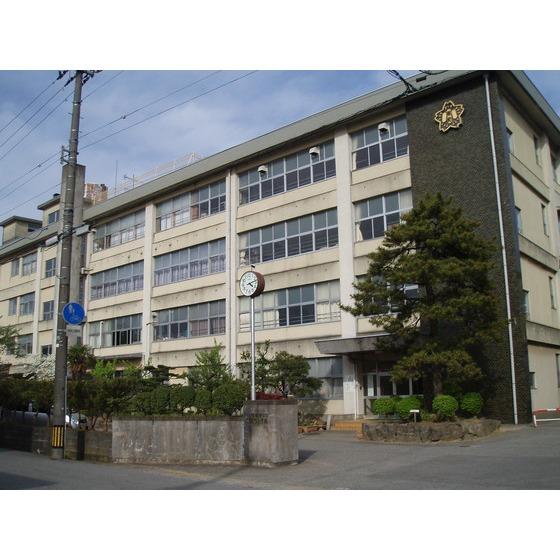 高岡市立能町小学校(858m)