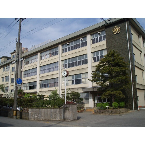 高岡市立能町小学校(1,499m)
