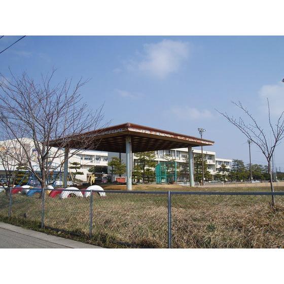射水市立小杉小学校(555m)