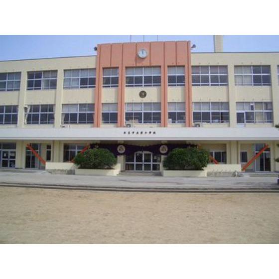 氷見市立窪小学校(422m)