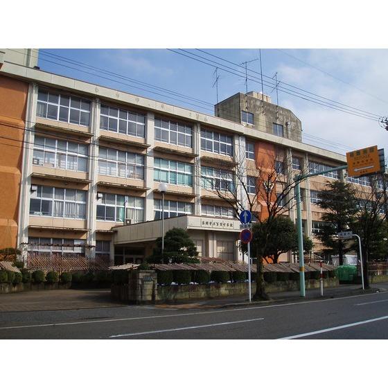 高岡市立芳野中学校(645m)