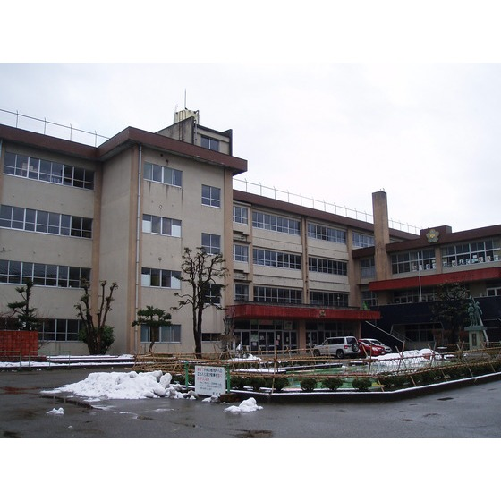 高岡市立博労小学校(694m)
