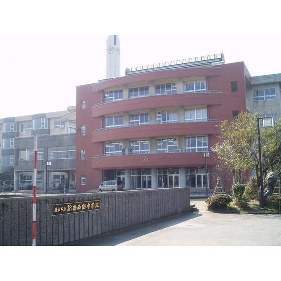 射水市立新湊南部中学校(1,054m)