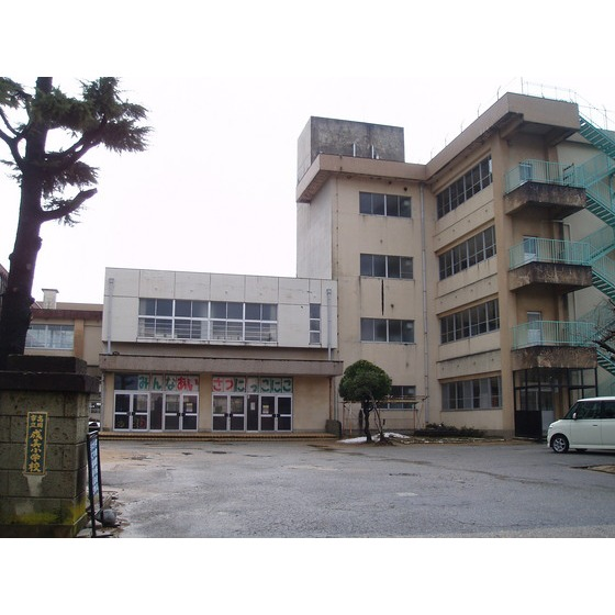 高岡市立成美小学校(632m)