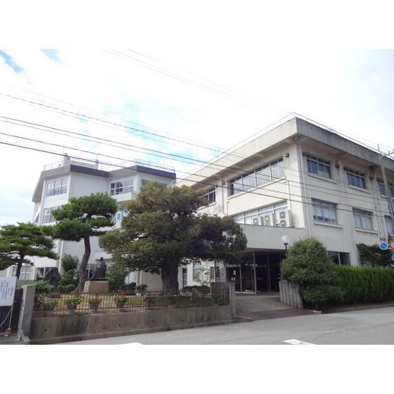 私立高岡向陵高校(1,233m)