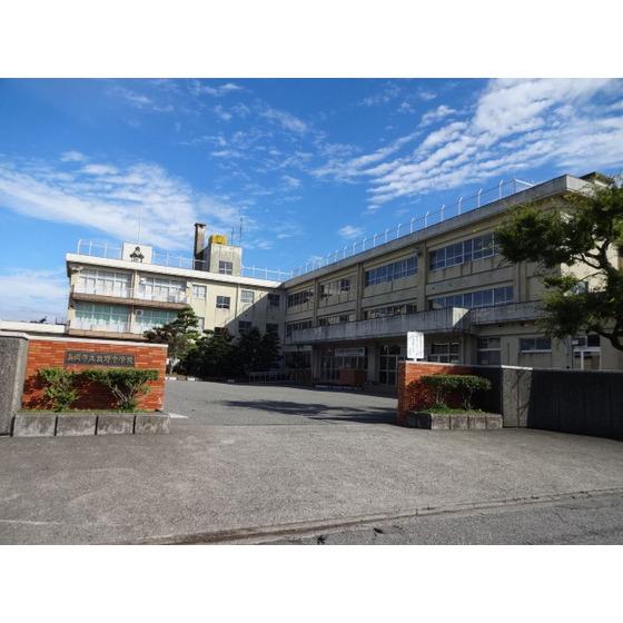 高岡市立牧野中学校(1,043m)