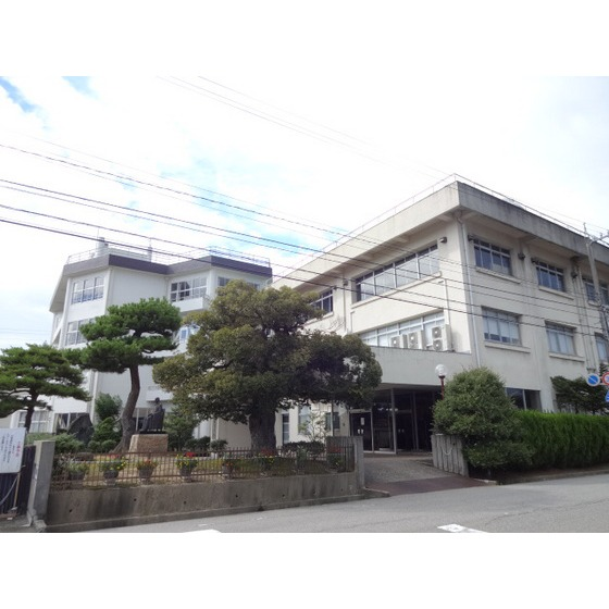 私立高岡向陵高校(1,735m)