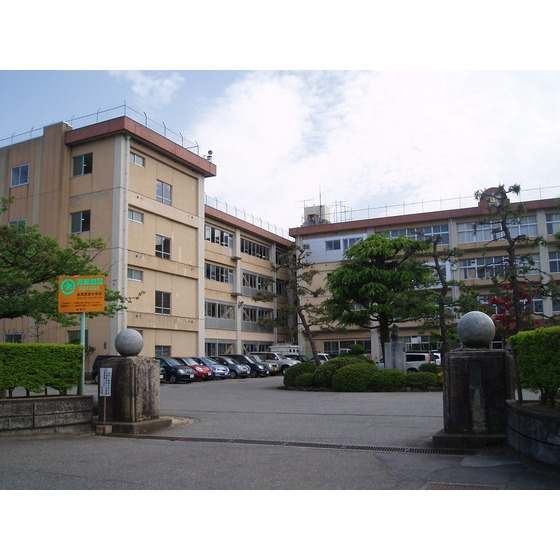 高岡市立高岡西部中学校(1,417m)