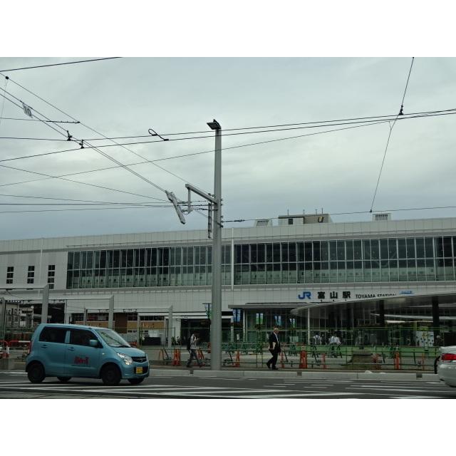 富山駅(400m)
